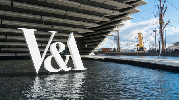 V&A Dundee Sign